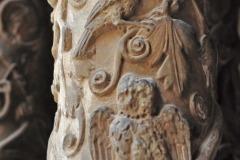 Monreale-colonne-con-decoro-in-rilievo