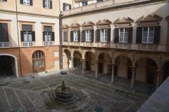 Palazzo-Reale-Cortile-della-Fontana