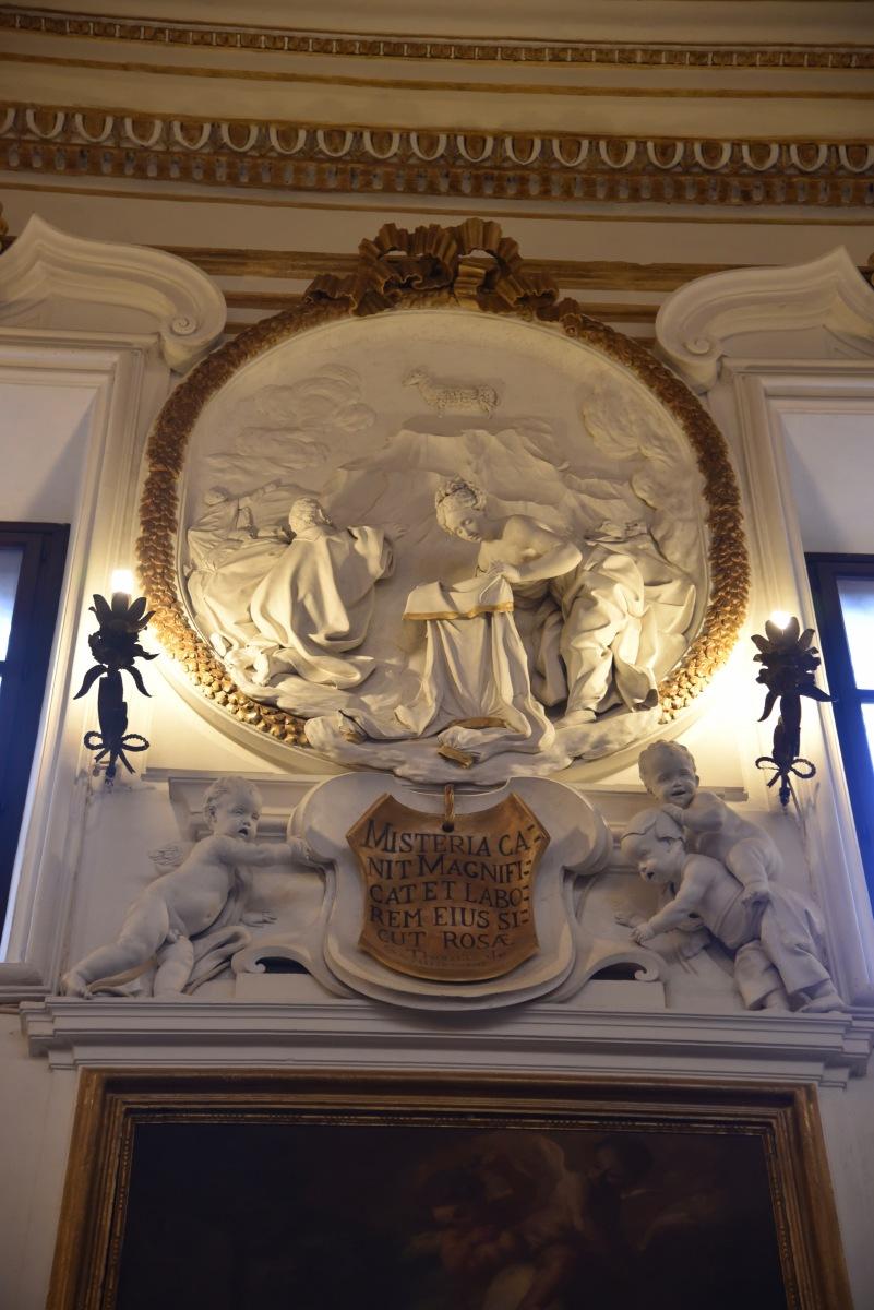 Oratorio-di-San-Domenico-la-Vergine-prepara-labito-nuziale